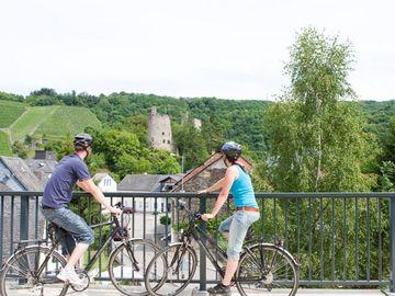 Ansicht auf Fahrradfahrer auf dem Ruwer-Hochwald-Radweg.