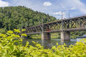 Doppelstockbrücke Bullay für Schiene und Verkehr